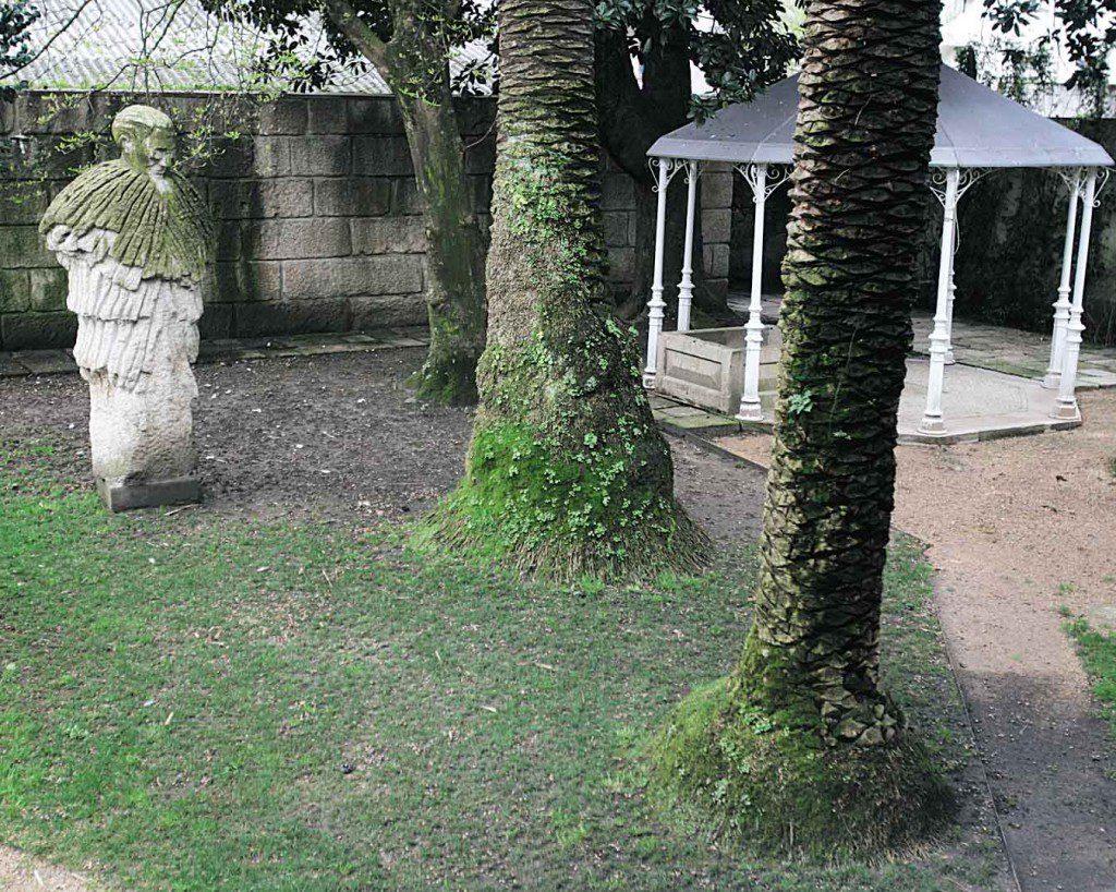 ESCULTURA DE CASTELAO DEL ESCULTOR FRANCISCO LEIRO EN EL CAFE MODERNO