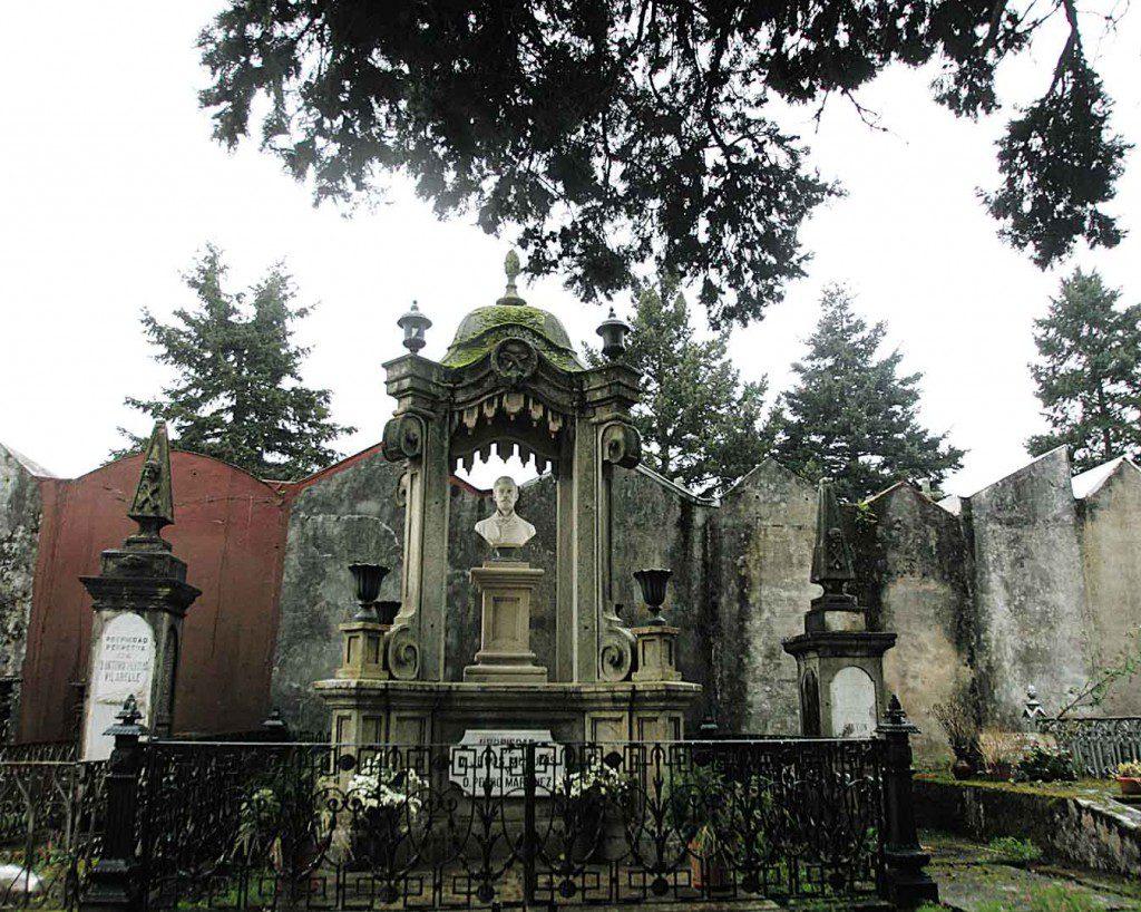 SEPULCRO DE ANDRES MURUAIS EN EL CEMENTERIO DE SAN MAURO