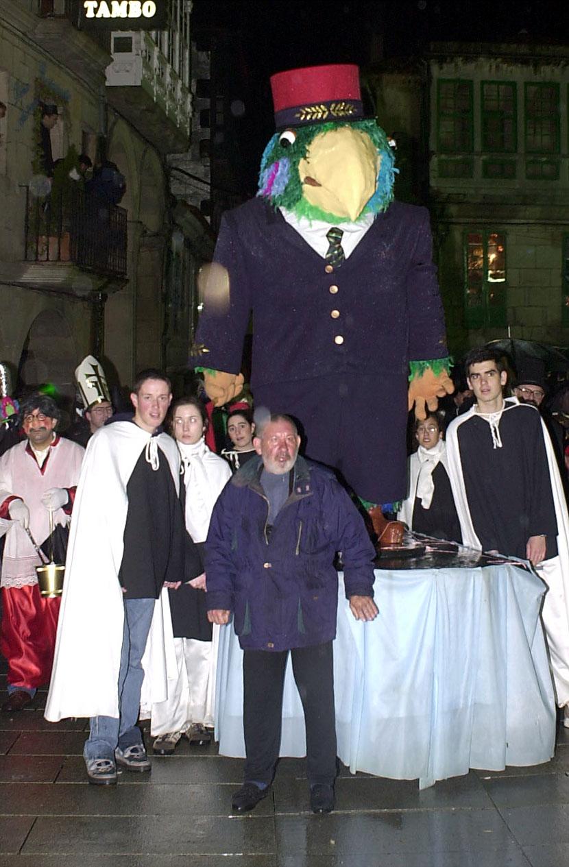 02. ENTERRO RAVACHOL 2001. DIARIO DE PONTEVEDRA. RAFA FARINA