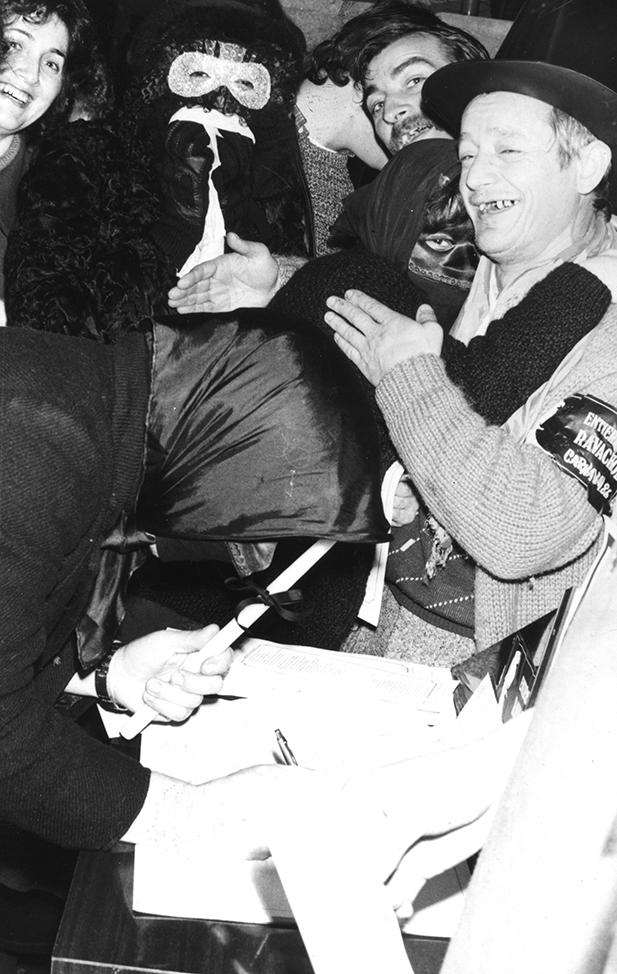 04.- ENTERRO RAVACHOL, 1986. DIARIO DE PONTEVEDRA, RAFA VÁZQUEZ