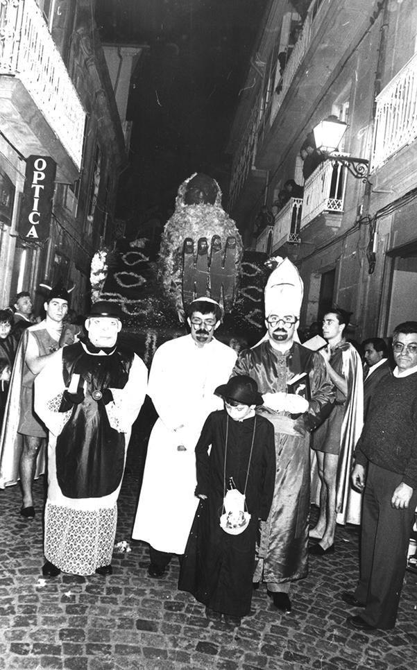 05.- ENTERRO RAVACHOL, 1987. DIARIO DE PONTEVEDRA, RAFA VÁZQUEZ