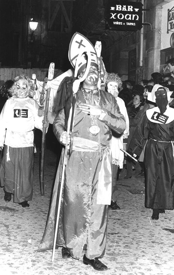 09.- ENTERRO RAVACHOL,1988. DIARIO DE PONTEVEDRA, RAFA VÁZQUEZ