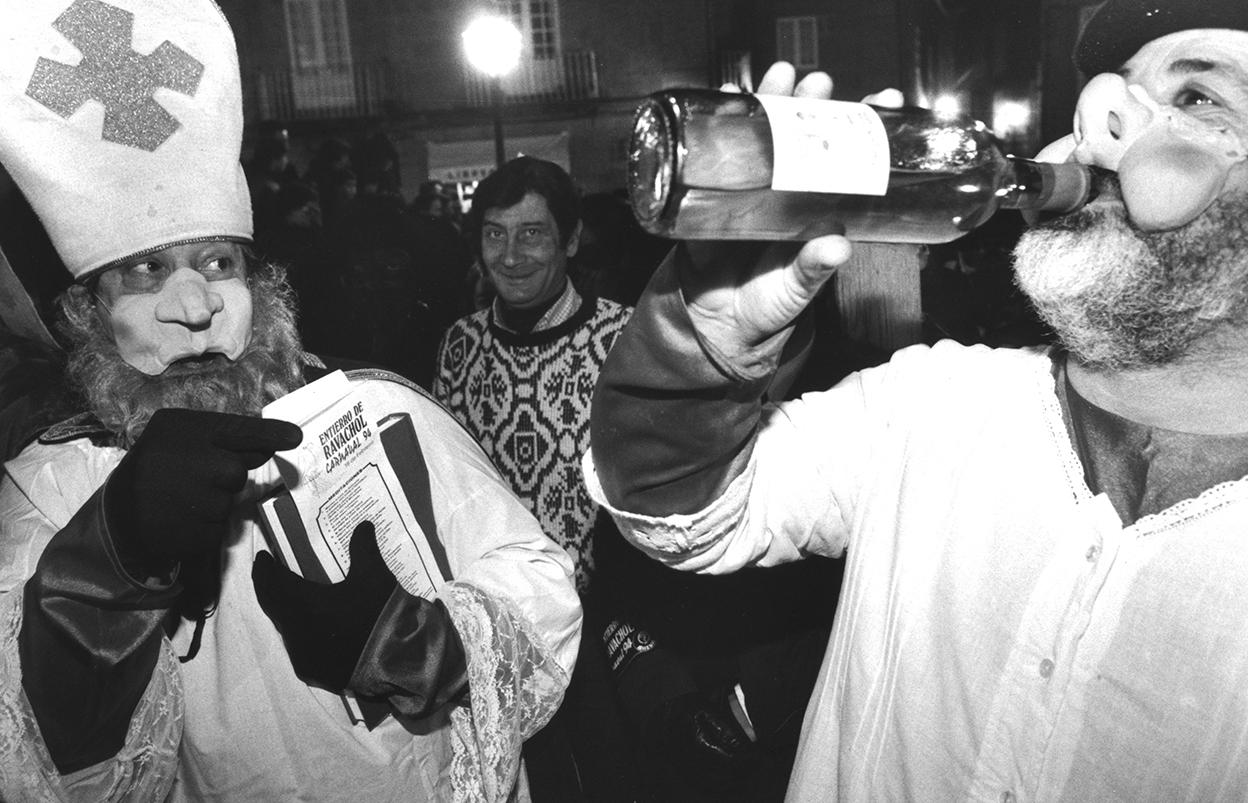 10. ENTERRO RAVACHOL 1994. DIARIO DE PONTEVEDRA. MIGUEL RIOPA