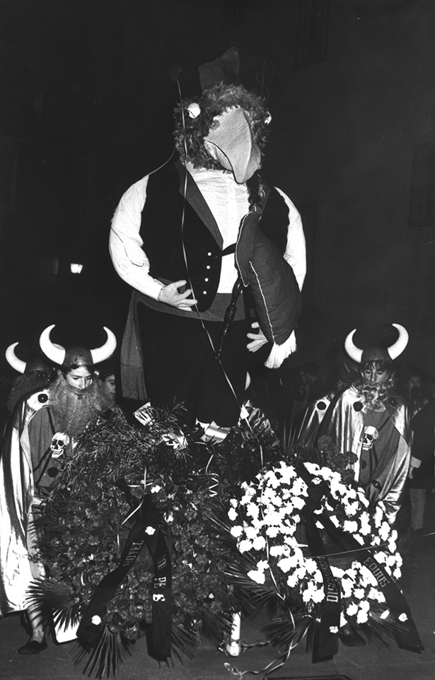 14.- ENTERRO RAVACHOL, 1990. DIARIO DE PONTEVEDRA, RAFA VÁZQUEZ